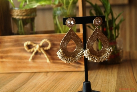 How to Choose Earrings that Complement Your Face Shape Picture